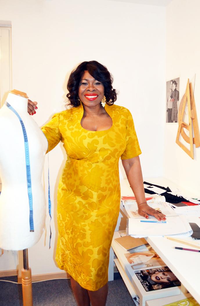 Modedesignerin Yolander James